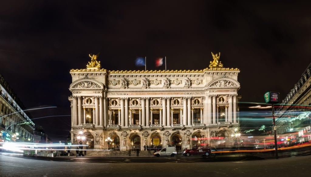 The-beautiful-Palais-Garnier-at-night