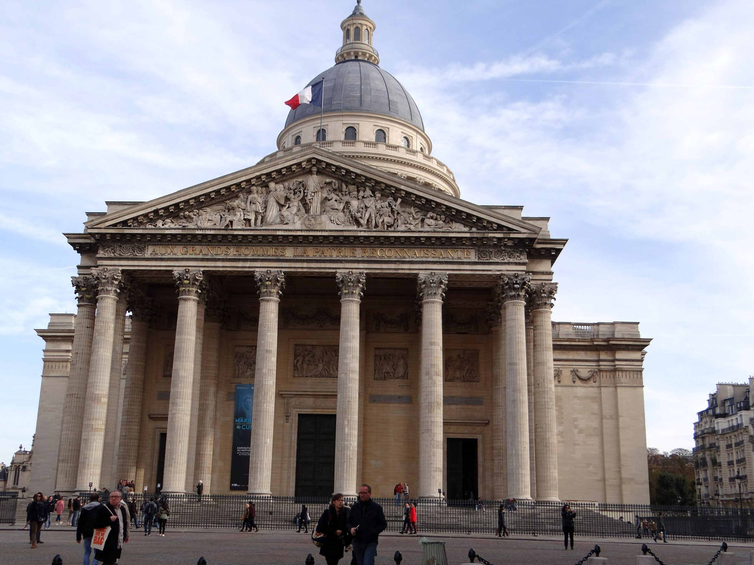 The-treasured-pantheon-of-Paris-in-all-it's-glory