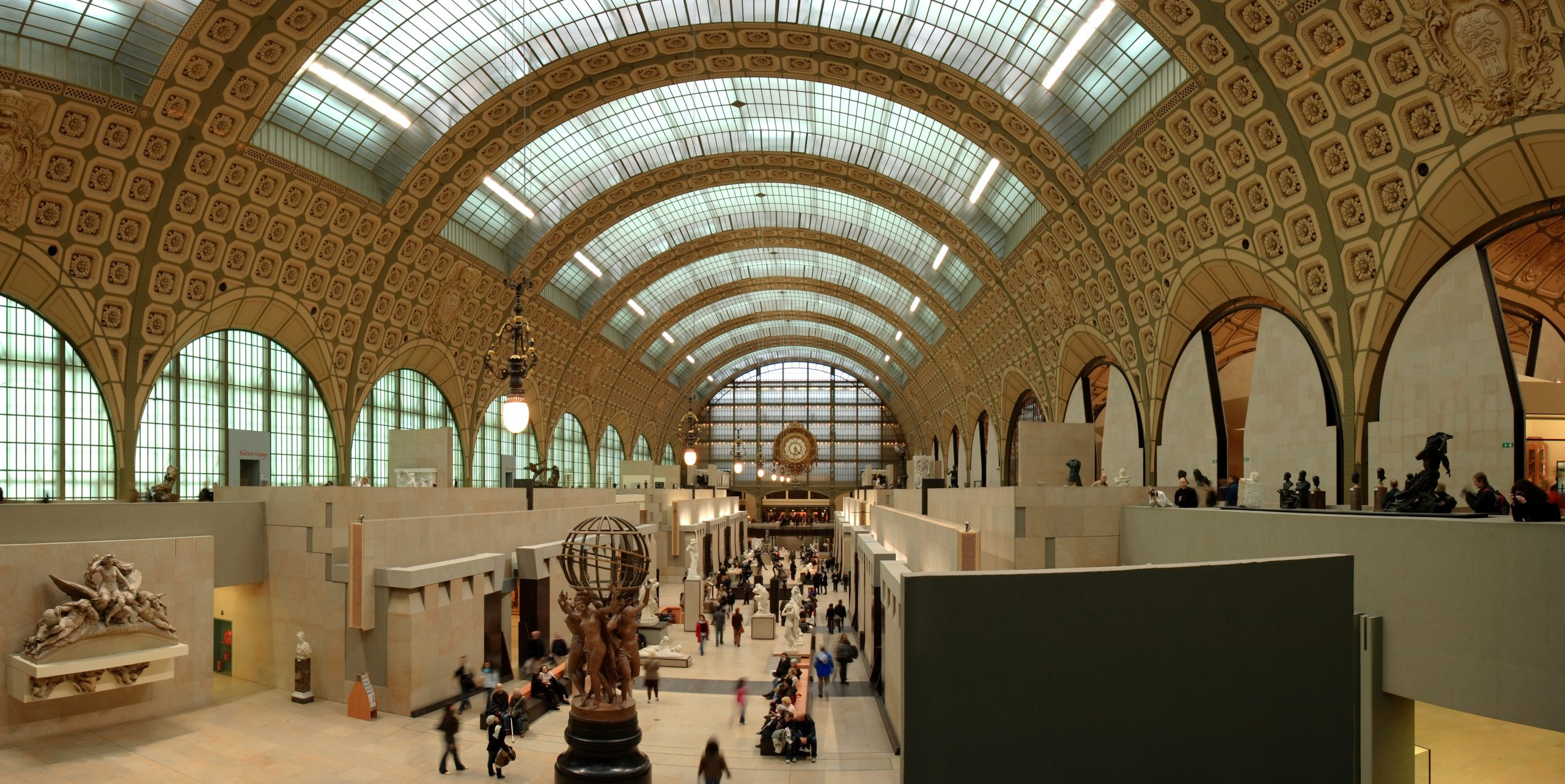 Busy-day-at-the-Musee-d'Orsay