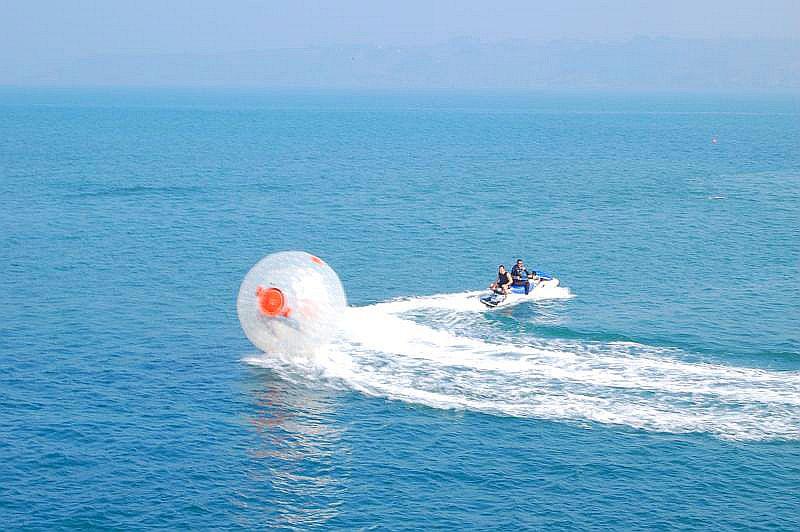 Water-Zorbing-On-Sea.jpg
