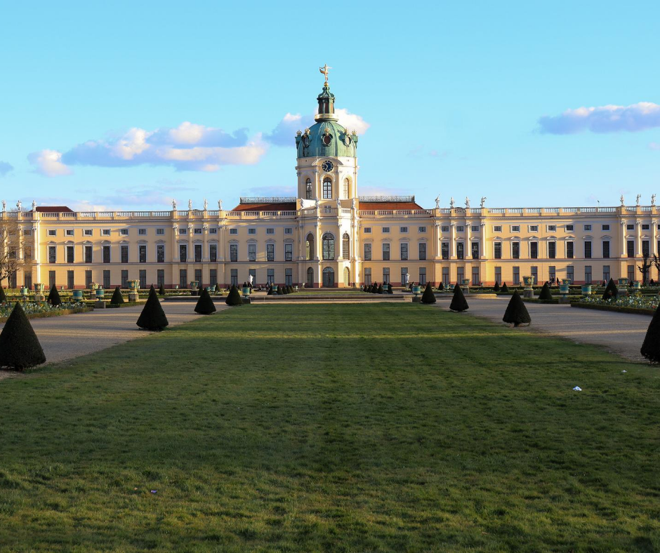 front-view-of-the-charlottenburg-palace-in-berlin