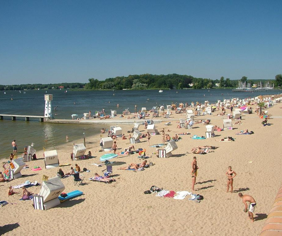 crowded-beach-in-strandbad-wannsee